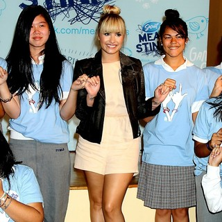 Demi Lovato - Demi Lovato Surprises Students During The Drama Free School Year Anti-Bullying Assembly
