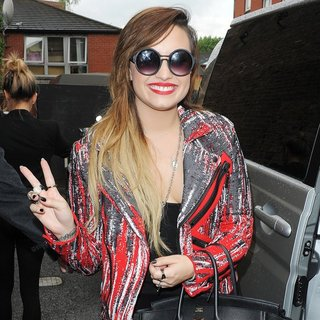 Demi Lovato in Demi Lovato Leaving A Studio