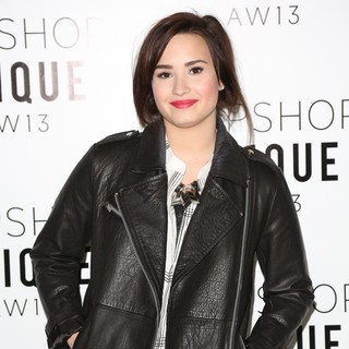 Demi Lovato in London Fashion Week - Autumn-Winter 2013 - Topshop Unique - Front Row