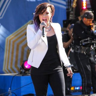 Demi Lovato in Demi Lovato Performs on ABC's Good Morning America