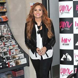 Demi Lovato in Demi Lovato Signs Copies of Her Album Unbroken