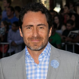 Demian Bichir in The Premiere of Savages