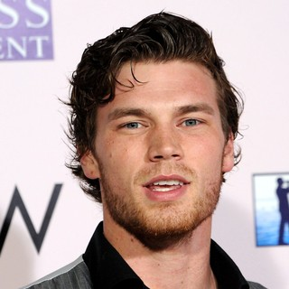 The Vow Los Angeles Premiere - derek-theler-premiere-the-vow-01