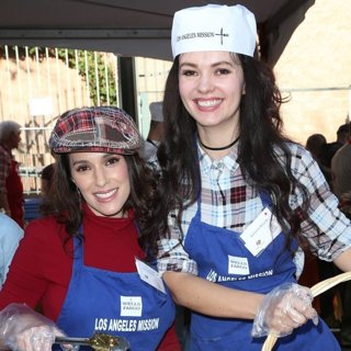 Christina DeRosa, Natasha Blasick in 2016 Los Angeles Mission Thanksgiving Meal for The Homeless