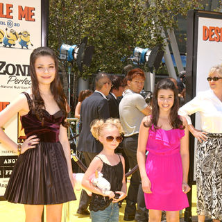 "Miranda Cosgrove, Elsie Fisher, Dana Gaier in Los Angeles Premiere Of Universal Pictures' ""Despicable Me"" - Arrivals"