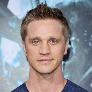 Devon Sawa in The LA Premiere of Final Destination 5 - devon-sawa-premiere-final-destination-5-01