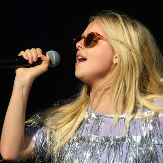 Diana Vickers in Access All Eirias - Performances - diana-vickers-access-all-eirias-03