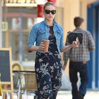 Dianna Agron in Dianna Agron Leaving A Juice Bar