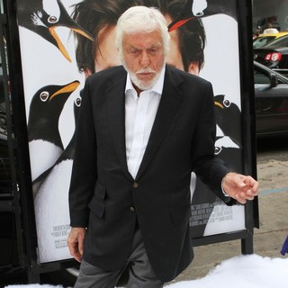 Dick Van Dyke in Premiere Mr. Popper's Penguins