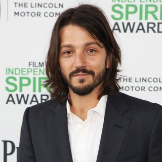 Diego Luna in The 2014 Film Independent Spirit Awards - Arrivals - diego-luna-2014-film-independent-spirit-awards-01