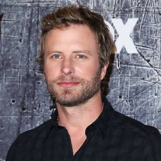 Dierks Bentley in 2012 American Country Awards - Arrivals - dierks-bentley-2012-american-country-awards-01