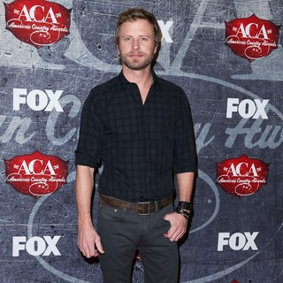 Dierks Bentley in 2012 American Country Awards - Arrivals - dierks-bentley-2012-american-country-awards-02