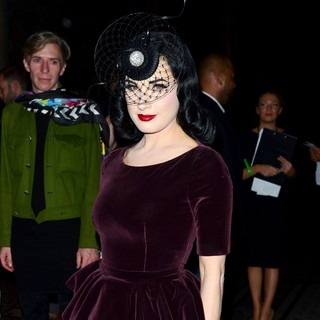 Dita Von Teese in London Fashion Week Spring-Summer 2013 - Philip Treacy - Front Row