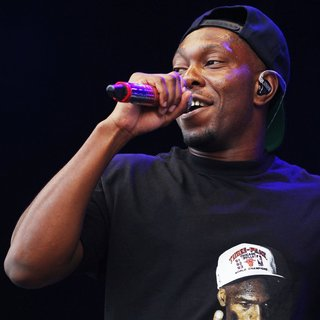 Dizzee Rascal Performs