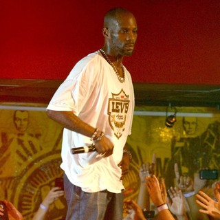 DMX Performing Live to Promote His CD Undisputed - dmx-performing-live-promote-undisputed-08
