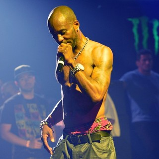 DMX Performing Live to Promote His CD Undisputed - dmx-performing-live-promote-undisputed-21