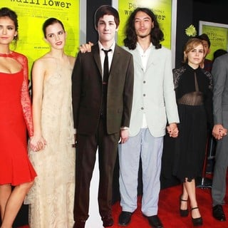 Nina Dobrev, Emma Watson, Ezra Miller, Mae Whitman, Johnny Simmons in The Los Angeles Premiere of The Perks of Being a Wallflower - Arrivals