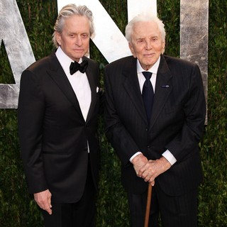 Kirk Douglas in 2012 Vanity Fair Oscar Party - Arrivals - douglas-2012-vanity-fair-oscar-party-02