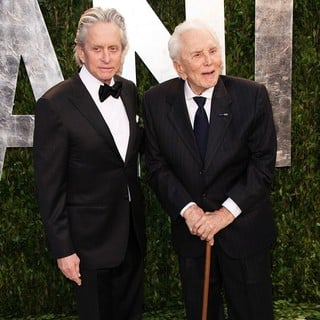 Michael Douglas, Kirk Douglas in 2012 Vanity Fair Oscar Party - Arrivals