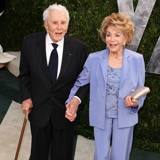 Kirk Douglas in 2012 Vanity Fair Oscar Party - Arrivals - douglas-buydens-2012-vanity-fair-oscar-party-02