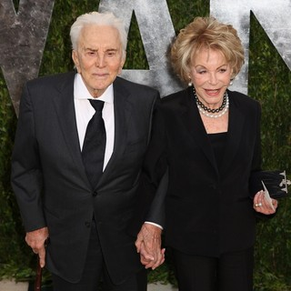Kirk Douglas, Anne Buydens in 2013 Vanity Fair Oscar Party - Arrivals