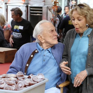 Kirk Douglas, Anne Buydens in 75th Anniversary of The Los Angeles Mission Serving Thanksgiving Dinner to The Homeless