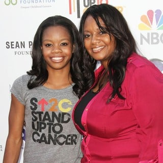 Gabrielle Douglas, Natalie Hawkins in Stand Up To Cancer 2012 - Arrivals