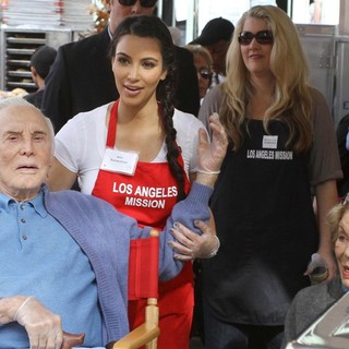 Kirk Douglas, Kim Kardashian, Anne Buydens in 75th Anniversary of The Los Angeles Mission Serving Thanksgiving Dinner to The Homeless