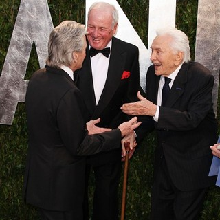 Michael Douglas, Jerry Weintraub, Kirk Douglas in 2012 Vanity Fair Oscar Party - Arrivals