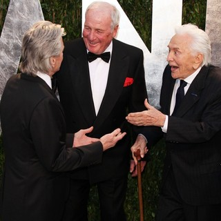 Michael Douglas, Jerry Weintraub, Kirk Douglas in 2013 Vanity Fair Oscar Party - Arrivals