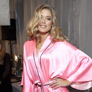 Doutzen Kroes in 2012 Victoria's Secret Fashion Show - Backstage