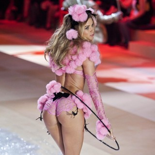 Doutzen Kroes in The 2012 Victoria's Secret Fashion Show - Inside