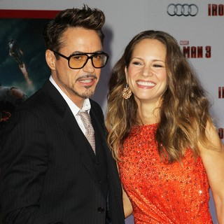 Robert Downey Jr. in Iron Man 3 Los Angeles Premiere - Arrivals - downey-jr-levin-premiere-iron-man-3-02