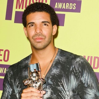 Drake in 2012 MTV Video Music Awards - Press Room