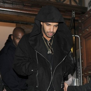 Drake - Drake Leaving Aura Nightclub