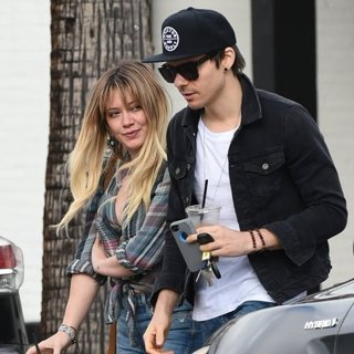 Hilary Duff, Matthew Koma-Hilary Duff Has Coffee with Matthew Koma