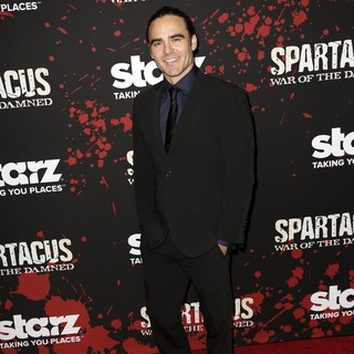Dustin Clare in U.S. Premiere Screening of Spartacus: War of the Damned