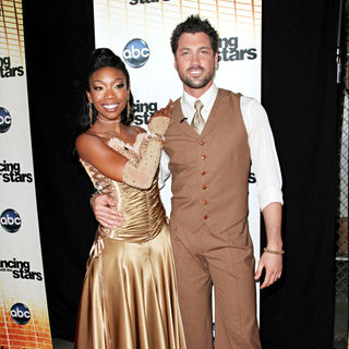 Brandy, Maksim Chmerkovskiy in 'Dancing with the Stars' Season 11 Premiere - Arrivals