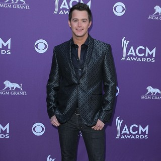 Easton Corbin in 2012 ACM Awards - Arrivals