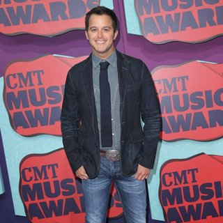 Easton Corbin in 2014 CMT Music Awards - Arrivals