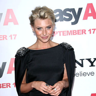 Alyson Michalka in Los Angeles Premiere of 'Easy A' - easy_a_premiere_11_wenn3002036
