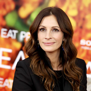 Julia Roberts in New York Premiere of 'Eat, Pray, Love' - Arrivals