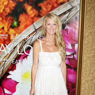 Sandra Lee in New York Premiere of 'Eat, Pray, Love' - Arrivals