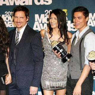 Nikki Reed, Peter Facinelli, Tinsel Korey, Kiowa Gordon, Alex Meraz in 2011 MTV Movie Awards - Press Room
