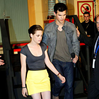 Kristen Stewart - Kristen Stewart and Taylor Lautner Conduct a Meet-and-Greet and Q&A Session with Fans