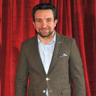 Eddie Marsan in Sherlock Holmes: A Game of Shadows Premiere - Arrivals - eddie-marsan-uk-premiere-sherlock-holmes-a-game-of-shadows-03