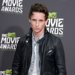 Eddie Redmayne in 2013 MTV Movie Awards - Arrivals