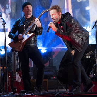 Chris Martin in World AIDS Day 2014 Concert - edge-martin-world-aids-day-2014-concert-01