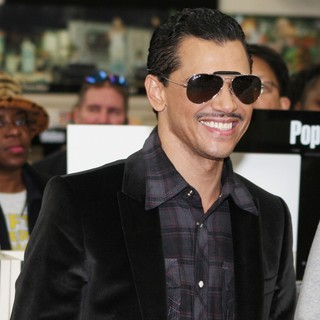 El DeBarge Attends A CD Signing and Performance