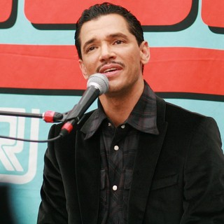 El DeBarge in El DeBarge Attends A CD Signing and Performance